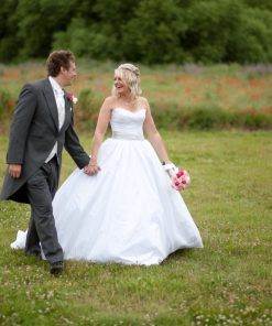 Wedding photography cooling castle barn-385